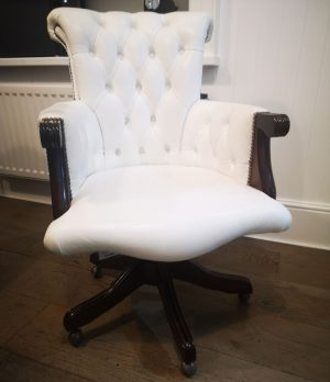 Distinctive Chesterfields Brocket Chair