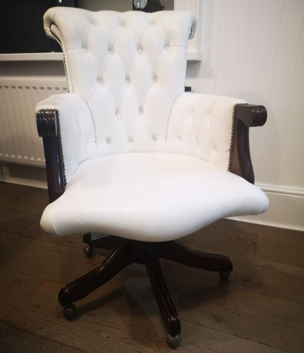 Distinctive Chesterfields Brocket Chair